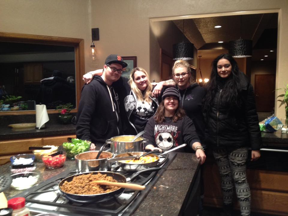 Johnathan Tregaskis, Michelle Le Baron, Cierra Tregaskis, Trisha Turner and a squatting Leslie Rae Sinks at my parents' home for dinner and an investigation in Verdi, Nevada.
